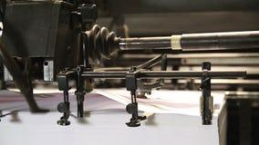 Druck des Offsetmaschinenpapier-Druckdetails stock video