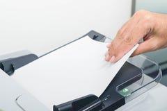 Druck, die Dokumente kopierend und scannend lizenzfreies stockfoto