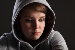 Druck und Tiefstand für trauriges Jugendlichmädchen Stockbilder