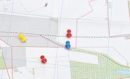 Druckbolzen in einer Karte stockbild