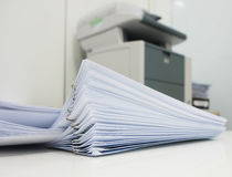 Druckdokument im Büro Stockfoto