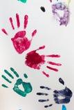 Drucke der Hände des Kindes stockbilder
