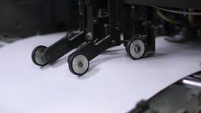 Drucken auf Druckmaschinen stock video