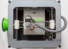 Drucken 3d mit hellgrünem Faden lizenzfreies stockfoto