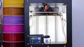 Drucker 3D bei der Arbeit stock video footage