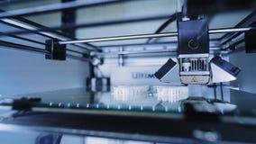 Drucker 3D bei der Arbeit stock footage