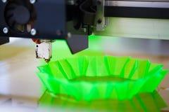 Drucker 3D in der Aktion Lizenzfreie Stockfotos