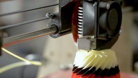 Drucker 3D macht bunte Formskizze stock video