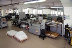 Druckerei: Pfostenpresse-Vollendenzeile Stockfoto