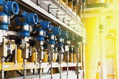 Druckgeber im Öl und im Gas verarbeiten, senden Signal hereinzulegen Lizenzfreies Stockbild