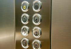 Druckknopf innerhalb des Aufzugs Stockfoto