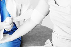 Druckverband zur Entzündung, Anwendung der Zahl von E-I Lizenzfreies Stockbild