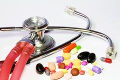 Drug en stethoscoop Stock Fotografie