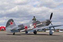 Druga Wojna Światowa Radziecki wojownik Yakovlev Yak-3 na pasie startowym przy CIAF - Czeski zawody międzynarodowi powietrza fest Obraz Royalty Free
