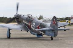 Druga Wojna Światowa Radziecki wojownik Yakovlev Yak-3 na pasie startowym przy CIAF - Czeski zawody międzynarodowi powietrza fest Zdjęcie Royalty Free