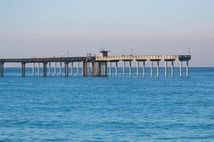 Drugi Koniec ocean plaży połowu molo zdjęcie stock