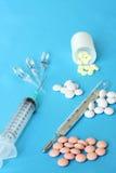 Drugs, apotheekpillen, spuit, thermometer Stock Foto