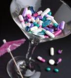 Drugs in een martini-glas royalty-vrije stock foto