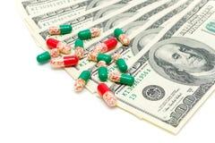 Drugs en de dollars van de V.S. op een witte achtergrond Stock Fotografie