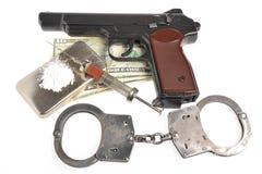 Drugs, syrine met bloed, pistool, handcuffs en geld Royalty-vrije Stock Afbeeldingen