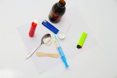 Drugspuit en gekookte heroïne op lepel Royalty-vrije Stock Foto's