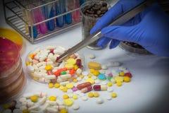 Drugtest in laboratorium Stock Foto's