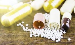 Drugvoorschrift voor behandelingsmedicijn Farmaceutisch geneesmiddel, behandeling in container voor gezondheid Apotheekthema, cap Royalty-vrije Stock Foto's