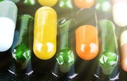 Drugvoorschrift voor behandelingsmedicijn Farmaceutisch geneesmiddel, behandeling in container voor gezondheid Apotheekthema, cap Stock Fotografie