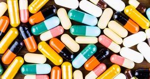 Drugvoorschrift voor behandelingsmedicijn Farmaceutisch geneesmiddel, behandeling in container voor gezondheid Apotheekthema, cap Stock Foto's
