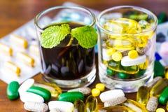 Drugvoorschrift voor behandelingsmedicijn Farmaceutisch geneesmiddel, behandeling in container voor gezondheid Apotheekthema Royalty-vrije Stock Foto's