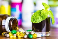 Drugvoorschrift voor behandelingsmedicijn Farmaceutisch geneesmiddel, behandeling in container voor gezondheid Apotheekthema Stock Afbeeldingen