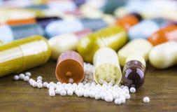 Drugvoorschrift voor behandelingsmedicijn Farmaceutisch geneesmiddel, behandeling in container voor gezondheid Apotheekthema Stock Afbeelding