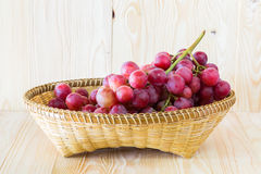 Druif in een fruitdienblad Stock Foto's