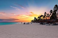 Druif plaża przy zmierzchem na Aruba wyspie w Karaiby Obraz Stock