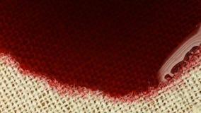 Druipende inkt op stof stock footage
