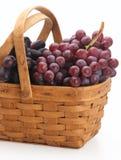 Druiven in de mand Stock Fotografie