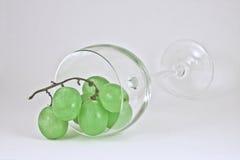 Druiven en glas Stock Afbeeldingen