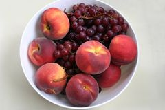Druiven en perziken Stock Foto's