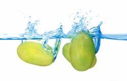 Druiven in het water Stock Foto