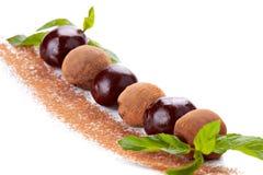Druiven met chocoladeglans die worden behandeld Royalty-vrije Stock Foto