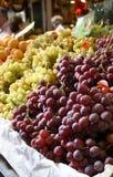 Druiven op de markt Stock Foto's