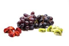 Druiven, strawberrys en kiwien Royalty-vrije Stock Foto's