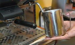 Druk koffiezetapparaat uit Royalty-vrije Stock Fotografie