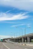 Druk manier op blauwe hemelachtergrond uit Stock Foto's