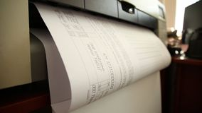 Drukarka drukuje dokumentację zbiory wideo