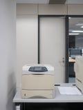 Drukarka laserowa w biurze Zdjęcia Stock