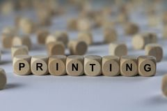 Drukkend - kubus met brieven, teken met houten kubussen stock afbeelding