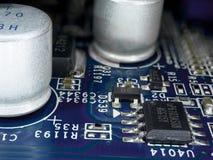 Drukowana obwód deska z mikroukładami, opornikami i innymi elektronicznymi składnikami, Komputeru i networking technologia komuni Zdjęcia Stock