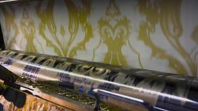 Drukowana prasa przy tapetow? fabryk? proces inscenizowanie tapeta zdjęcie wideo