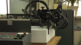Drukpers, productie van gedrukt materiaal stock footage
